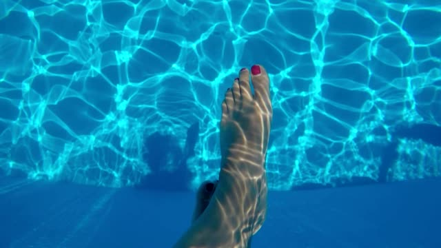 feet in water in pool video