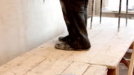 Feet Plasterer on the scaffolding video