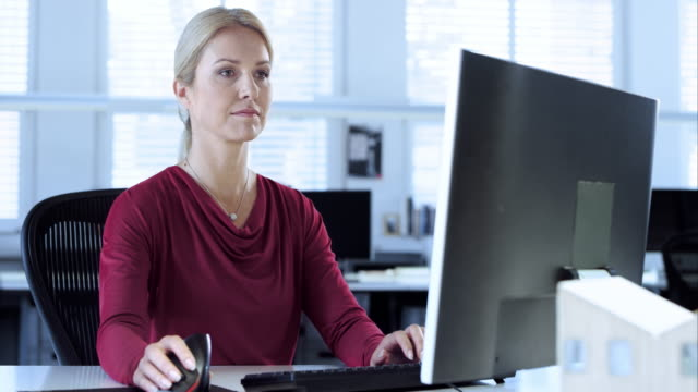 DS Female architect working on a design using CAD software video
