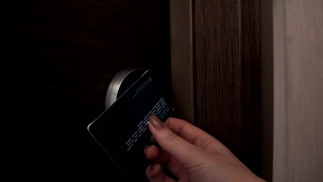 female unlock hotel door using electron keycard video