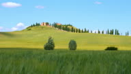 DS Fields surrounding a villa in Tuscan countryside video