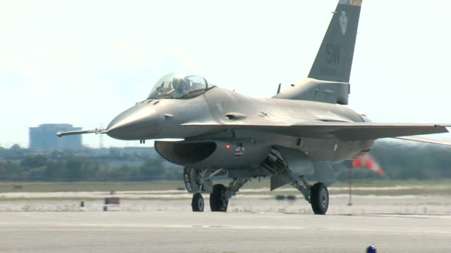 F16 Fighting Falcon Taxiing video