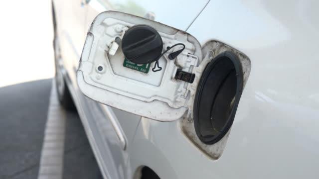 Fill gas car video