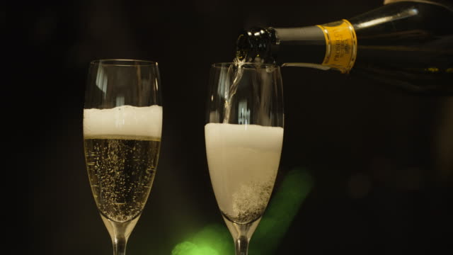 Filling Champagne flutes video