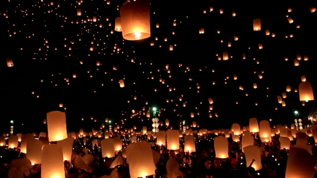 HD Film Tilt: flying Lantern Yeepeng Loi Kra Tong festival in thailand video