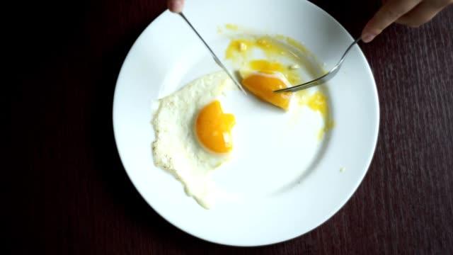 Finish eating fried eggs. Finishing morning breakfast. Crossed cutlery video