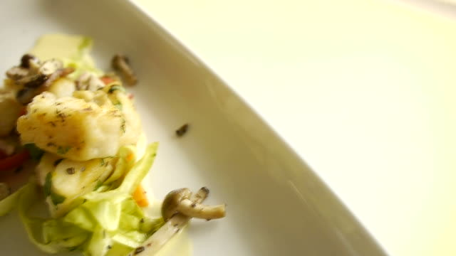 fish on a plate video