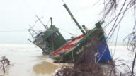 Fisherman boat aground in Thailand video