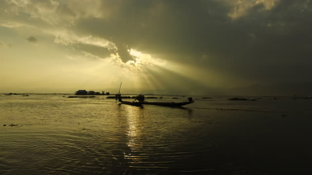Fishing at sunset, Inle Lake video
