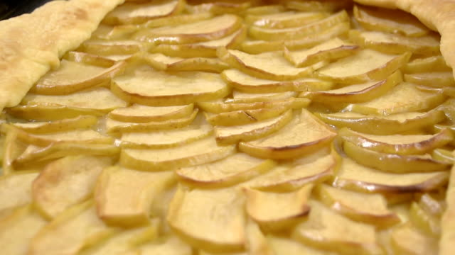 flan with apples video