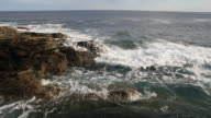 Flapping Waves in the coast of ocean - Olas Batiendo video