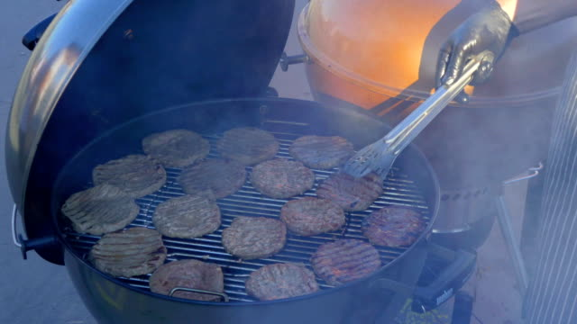 Flipping barbecue cutlets video