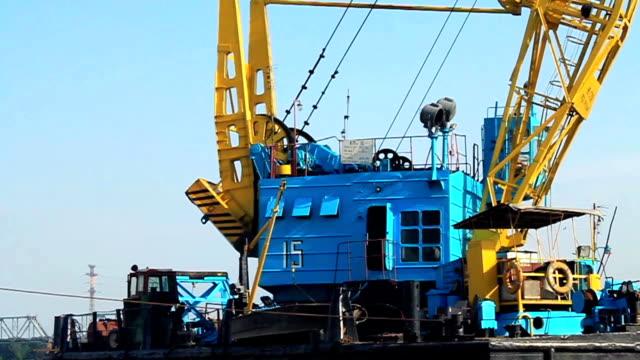 Floating crane video