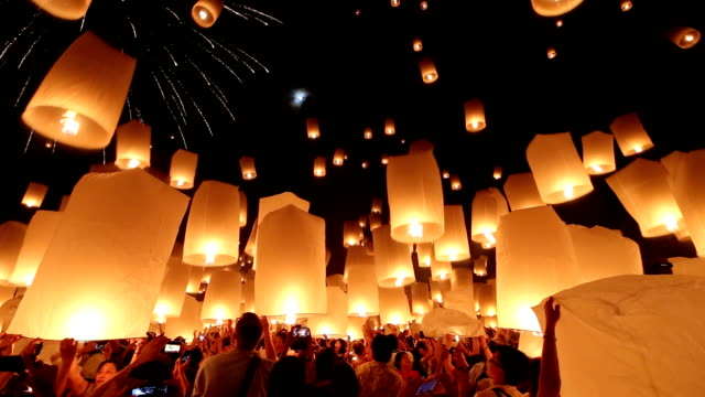 HD: flying Lantern Yeepeng Loi Kra Tong festival in thailand video