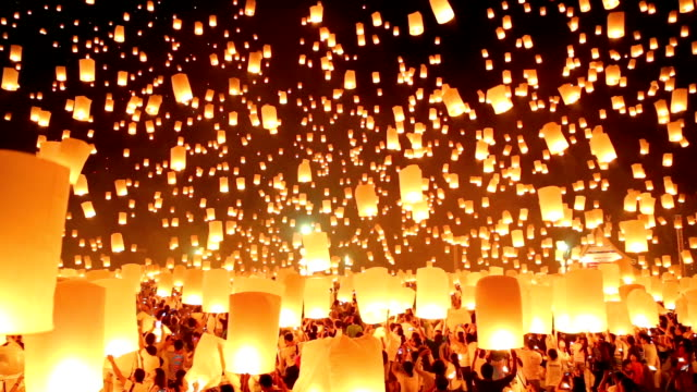 Flying paper lanterns in Loi Kra Tong festival. video