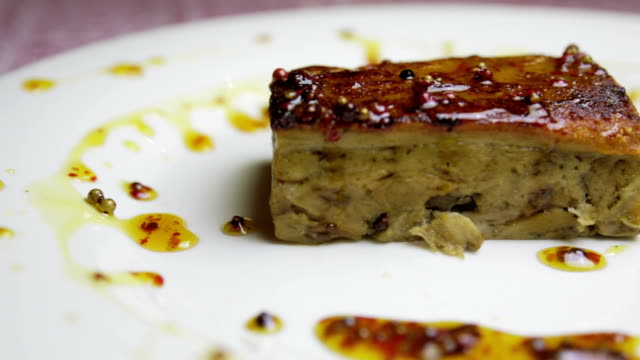 Foie gras with sweet sauce video