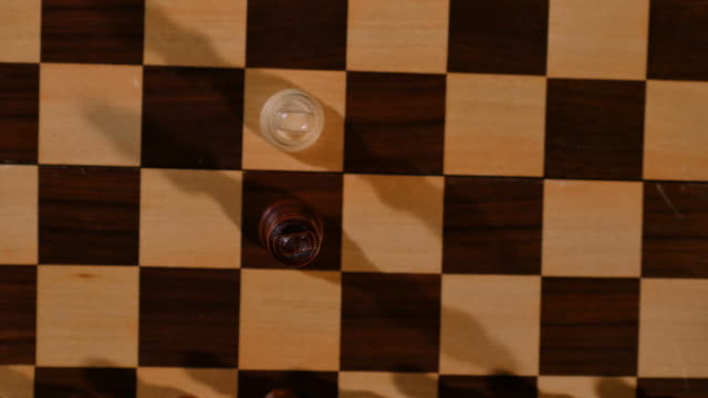 4K footage of a chess board from above, zooming in video
