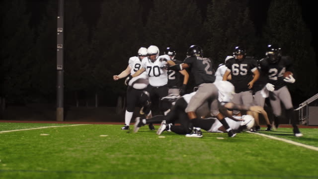 A football player avoids being tackled many times and makes a touchdown video