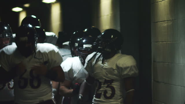 Football players pump themselves up video