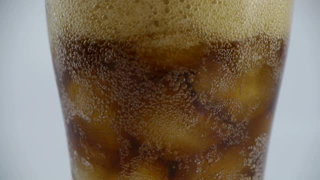 Pour cola video