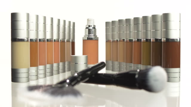 HD: Foundation Set With Make-Up Brushes video