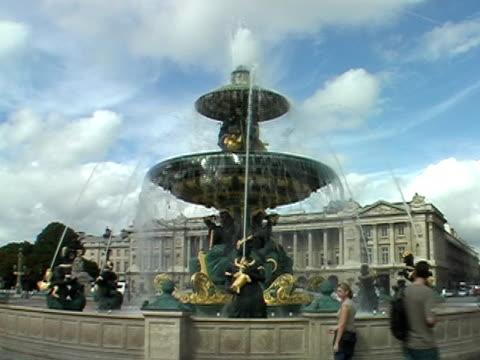 Fountain in Paris video