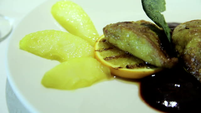 Fried liver with lemon and sauce video