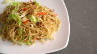 fried noodles video
