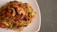 fried noodles with shrimp video