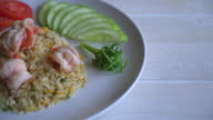 fried rice with shrimp video