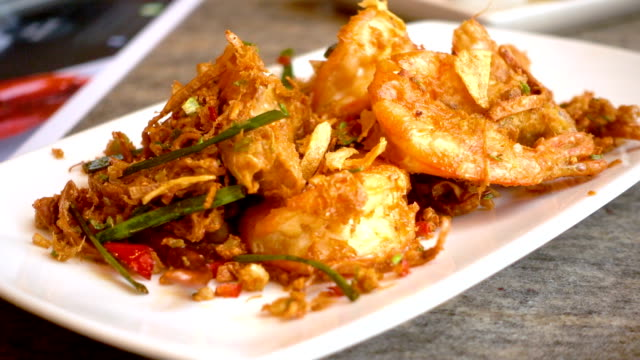 Fried shrimp with chili video