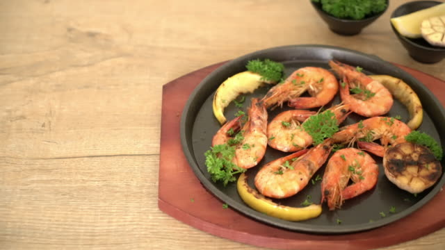 fried shrimps with garlic and lemon video