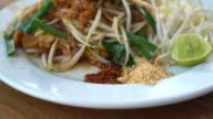 Fried thai noodles , Pad thai video