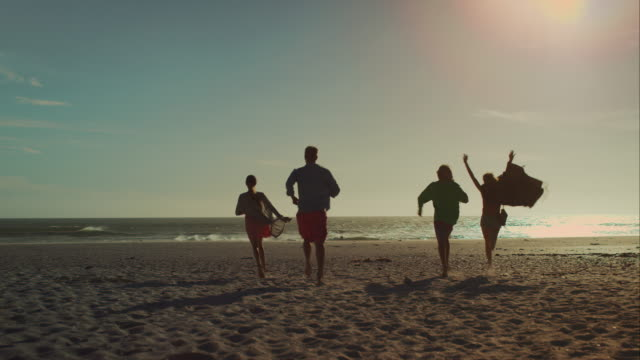 Friends arriving at the beach video