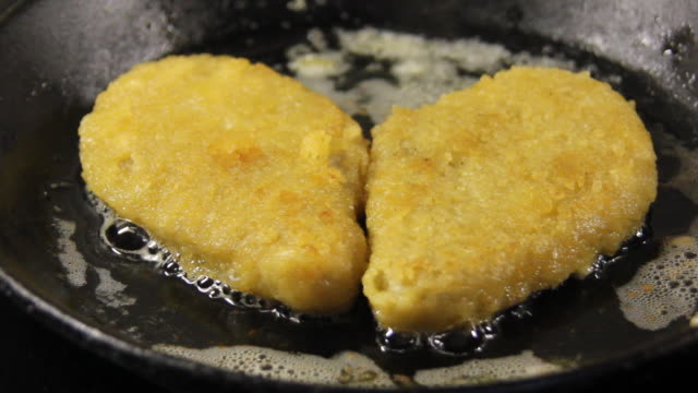 Fry fish. video