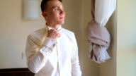 A funny groom corrects the necktie video