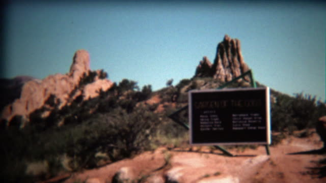 1972: Garden of the Gods park entrance sign on bright blue day. video