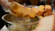 Garlic bread cooking video
