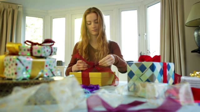 Gift wrapping    CH video