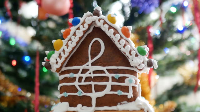 Gingerbread house with cream treble clef at the side video