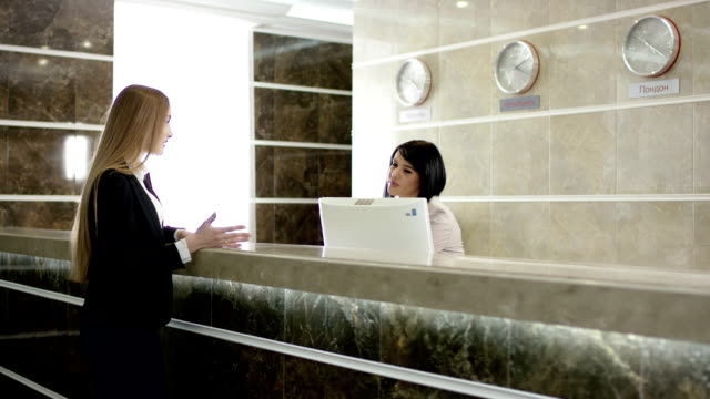 girl argueing with the reception while staff solving prblem at phone video
