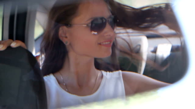 girl dancing in the car mirror video