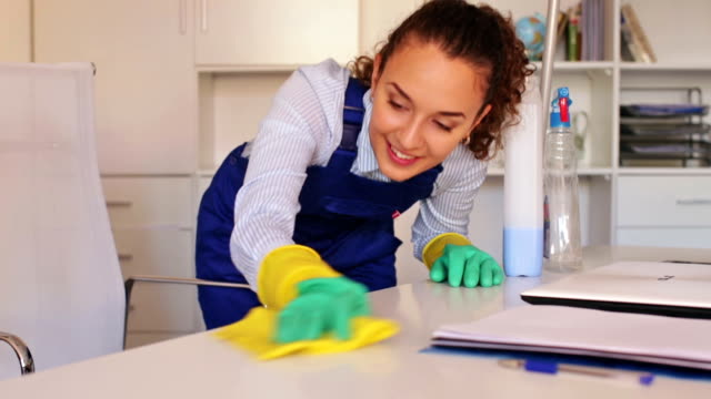 girl in overall doing professional clean-up video