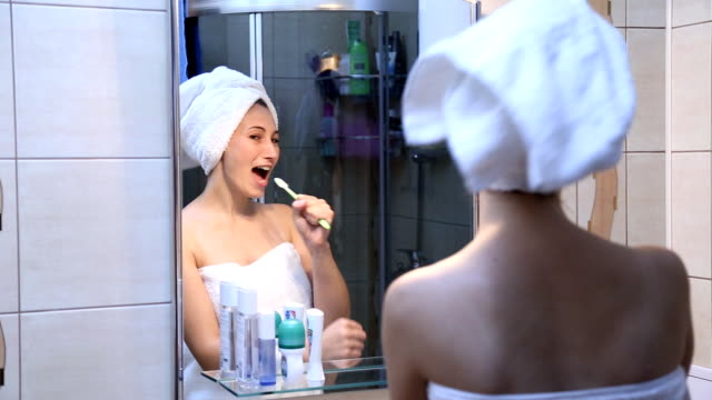 girl singing in front of a mirror video
