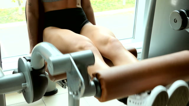 Girl trains the legs in the gym video