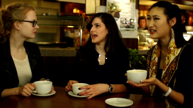 HD: Girls chat and laugh in coffee shop / Cafe video