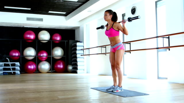 Girls does squats with weights video