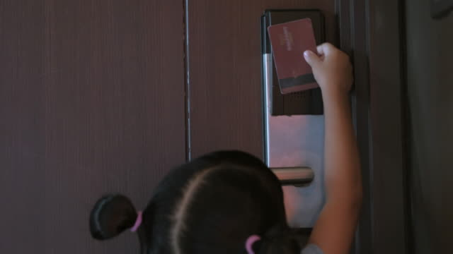Girls opens the door with electronic key card video