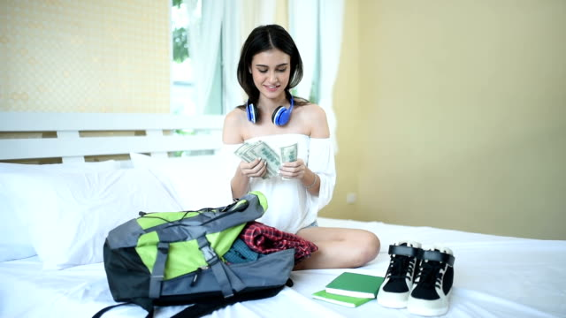 girls planning road trip to backpacker and check money video