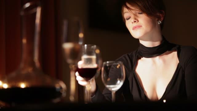 Glamour elegant dining B   GL video